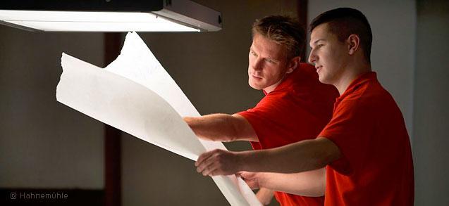 Riguroso control de calidad en los papeles Fine Art y papeles Fotográficos para la Impresión Giclée que utilizamos en GraficArtPrints © Hahnemühle