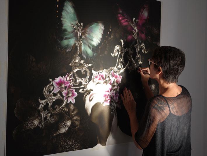 "Valérie Brusauro trabajando en su obra ""Princess of Light"""